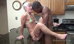 Camel look-in cookhouse - milf gets facial