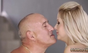 Daddy fuck mom xxx to be sure at home, eventually alone!