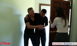 Grotesque mom india summer receives trimmed cunt jizzed