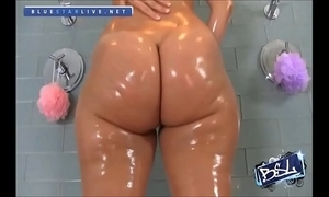 Rosee divine's fat succulent booty