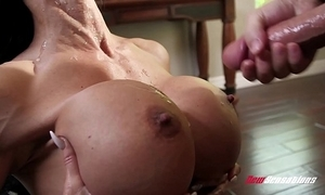 Stepmom jewels tire screwing her hung stepson