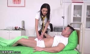 Slutty XXX nurse veld stockings gets double penettated